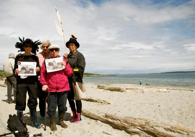 The Victoria Raging Grannies join the Picnic & Paddle, May 2014